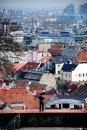 Fotografia: Clovek vs Mesto, fotograf: Filip Tuhý, tagy: bratislava, hrad, budovy ,mesto