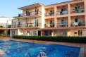 Fotografia: hotel, fotograf: Barbora Baluchova, tagy: bazen,slnko,ludia, balkony, hotel